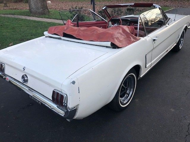 beautiful 1965 Ford Mustang Convertible